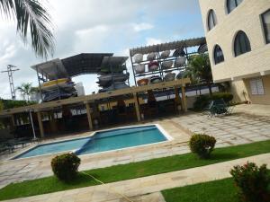 Apartamento En Venta En Tucacas, Tucacas, Venezuela, VE RAH: 16-17087