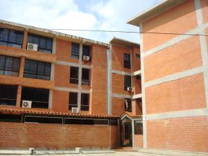 Apartamento En Venta En Guatire, Valle Arriba, Venezuela, VE RAH: 16-16681