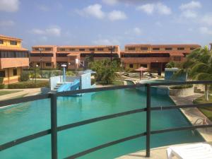 Apartamento En Venta En Chichiriviche, Flamingo, Venezuela, VE RAH: 16-1344
