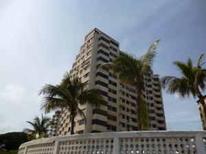 Apartamento En Venta En Catia La Mar, Playa Grande, Venezuela, VE RAH: 16-16697