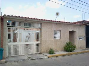 Casa En Venta En Guatire, El Castillejo, Venezuela, VE RAH: 16-16706