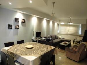 Apartamento En Venta En Maracaibo, 5 De Julio, Venezuela, VE RAH: 16-16733