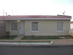 Casa En Venta En La Vela De Coro, Intercomunal Coro La Vela, Venezuela, VE RAH: 16-16716