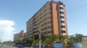 Apartamento En Venta En Higuerote, Puerto Encantado, Venezuela, VE RAH: 16-16745