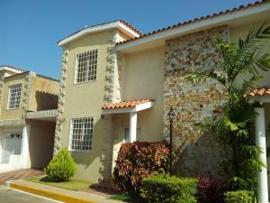 Townhouse En Venta En Maracaibo, Lago Mar Beach, Venezuela, VE RAH: 16-16787