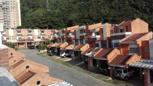 Townhouse En Venta En Valencia, Piedra Pintada, Venezuela, VE RAH: 16-16822