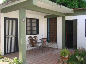 Casa En Venta En Maracay, La Herrereña, Venezuela, VE RAH: 16-16839