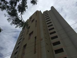 Apartamento En Alquiler En Maracaibo, Avenida El Milagro, Venezuela, VE RAH: 16-16845