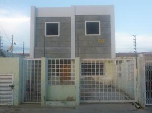 Casa En Venta En Cabimas, Cumana, Venezuela, VE RAH: 16-16898