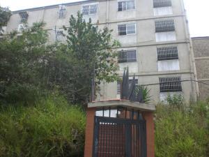 Apartamento En Venta En Caracas, Caricuao, Venezuela, VE RAH: 16-16956