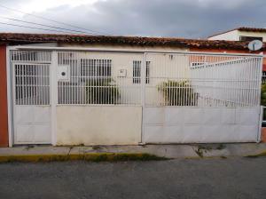 Casa En Venta En Cabudare, Parroquia José Gregorio, Venezuela, VE RAH: 16-16973