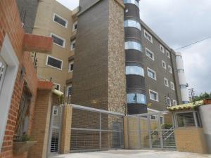 Apartamento En Venta En Maracay, Las Delicias, Venezuela, VE RAH: 16-16983