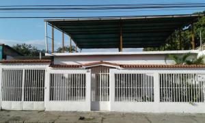 Casa En Venta En Maracay, 23 De Enero, Venezuela, VE RAH: 16-16984