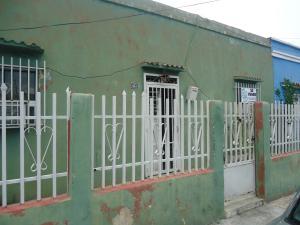Local Comercial En Venta En Guacara, Centro, Venezuela, VE RAH: 16-16990