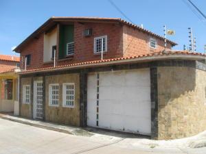 Townhouse En Venta En Cagua, Prados De La Encrucijada, Venezuela, VE RAH: 16-17003
