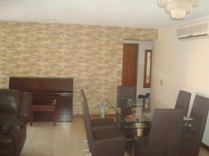 Apartamento En Alquiler En Caracas, El Rosal, Venezuela, VE RAH: 16-17037