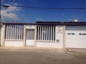 Casa En Venta En Punto Fijo, Puerta Maraven, Venezuela, VE RAH: 16-17055