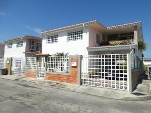 Casa En Venta En Maracay, Villas Del Sol I, Venezuela, VE RAH: 16-17136