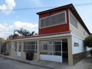 Casa En Venta En La Morita, El Portal Del Valle, Venezuela, VE RAH: 16-17142