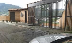 Casa En Venta En Caracas, Lomas De La Trinidad, Venezuela, VE RAH: 16-17181