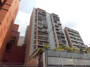 Apartamento En Venta En Caracas, Parroquia La Candelaria, Venezuela, VE RAH: 16-17160