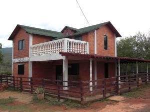 Casa En Venta En Coro, El Tuquecal, Venezuela, VE RAH: 16-17187