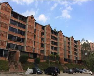Apartamento En Venta En Caracas, Terrazas De Guaicoco, Venezuela, VE RAH: 16-17201