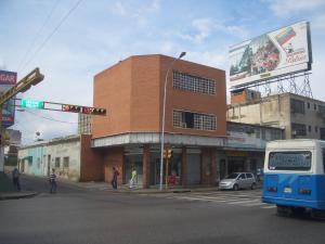 Edificio En Venta En Maracay, Zona Centro, Venezuela, VE RAH: 16-17209
