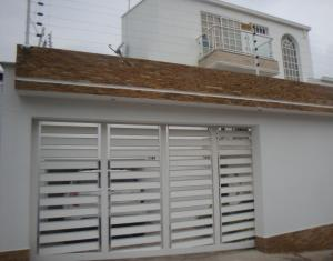 Casa En Ventaen Caracas, Lomas De Prados Del Este, Venezuela, VE RAH: 16-17210