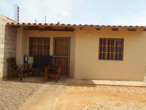 Casa En Venta En Punto Fijo, Puerta Maraven, Venezuela, VE RAH: 16-17211