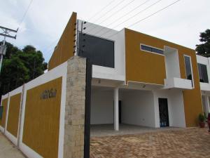 Townhouse En Ventaen Ciudad Bolivar, Vista Hermosa Ii, Venezuela, VE RAH: 16-18079