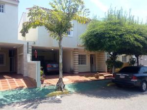 Townhouse En Venta En Maracaibo, Amparo, Venezuela, VE RAH: 16-17259