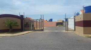Casa En Venta En Punto Fijo, Puerta Maraven, Venezuela, VE RAH: 16-17344