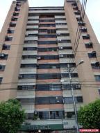 Apartamento En Venta En Maracay, Urbanizacion El Centro, Venezuela, VE RAH: 16-13846