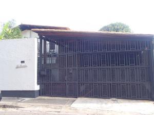 Casa En Venta En Caracas, Prados Del Este, Venezuela, VE RAH: 16-17349