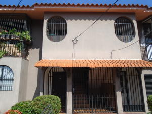 Apartamento En Venta En Cabudare, Almarriera, Venezuela, VE RAH: 16-17369