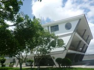 Casa En Venta En Caracas, Colinas De Santa Monica, Venezuela, VE RAH: 16-17381