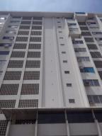 Apartamento En Venta En Parroquia Caraballeda, Los Corales, Venezuela, VE RAH: 16-17391