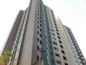Apartamento En Venta En Valencia, Valles De Camoruco, Venezuela, VE RAH: 16-17466