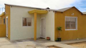Casa En Venta En Punto Fijo, Puerta Maraven, Venezuela, VE RAH: 16-17410