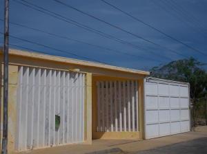 Casa En Venta En Punto Fijo, Villa Marina, Venezuela, VE RAH: 16-17416