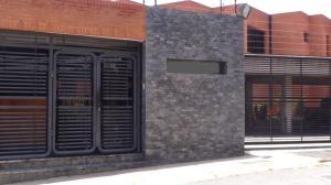 Townhouse En Venta En Caracas, La Trinidad, Venezuela, VE RAH: 16-17443