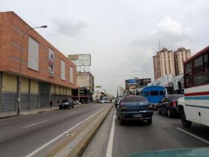 Local Comercial En Alquiler En Maracay, Avenida Bolivar, Venezuela, VE RAH: 16-17444