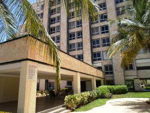 Apartamento En Venta En Margarita, Costa Azul, Venezuela, VE RAH: 16-17451
