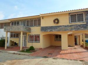 Casa En Venta En Punto Fijo, Puerta Maraven, Venezuela, VE RAH: 16-17497