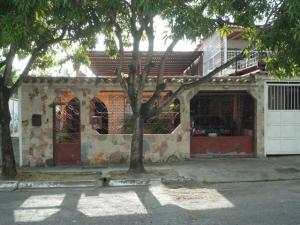 Casa En Ventaen Cua, Santa Rosa, Venezuela, VE RAH: 16-17479