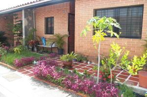 Townhouse En Venta En Municipio San Diego, El Remanso, Venezuela, VE RAH: 16-17492