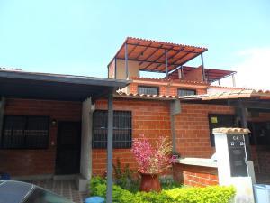 Casa En Venta En Guatire, Valle Arriba, Venezuela, VE RAH: 16-17504
