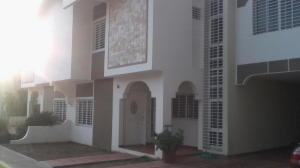 Townhouse En Venta En Maracaibo, Cantaclaro, Venezuela, VE RAH: 16-13047