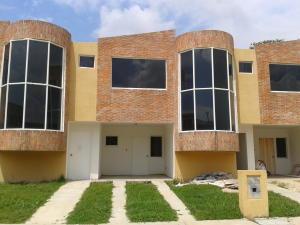 Townhouse En Venta En Municipio San Diego, Sabana Del Medio, Venezuela, VE RAH: 16-17529
